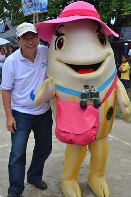 Mayor Yap with mascot