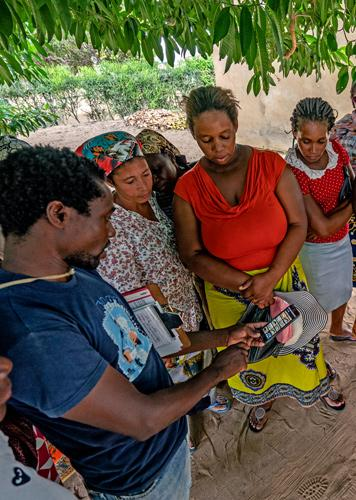 Female fish buyers in the Fequete