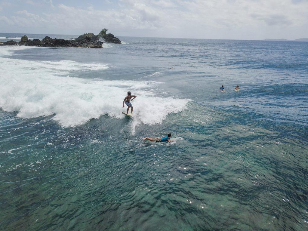 Ayoke surfer