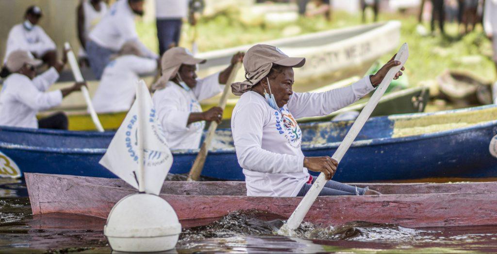 Female fishers race.