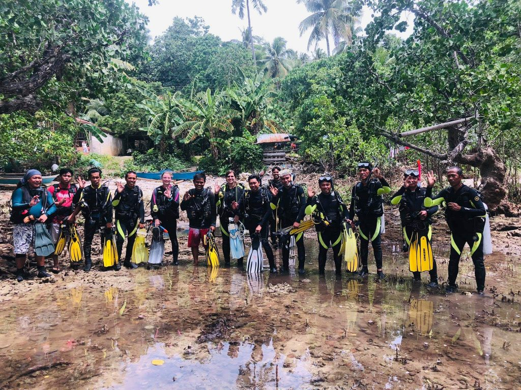 Maeghan Connor joins a scuba divers' training for the Local Monitoring Team in the Municipality of Poro in Cebu, which will help assess marine resources regularly